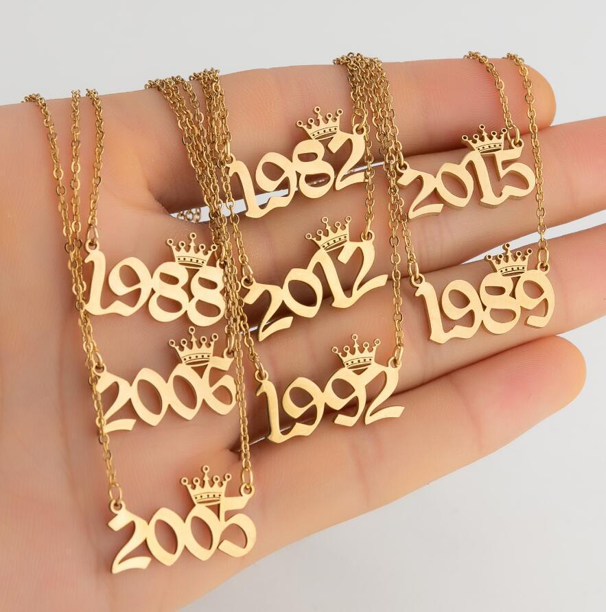 Naissance personnalisée Année Nombre Colliers personnalisés Couronne initiale Collier pendentif pour femmes Bijoux d'anniversaire de filles Année spéciale 1980-2019