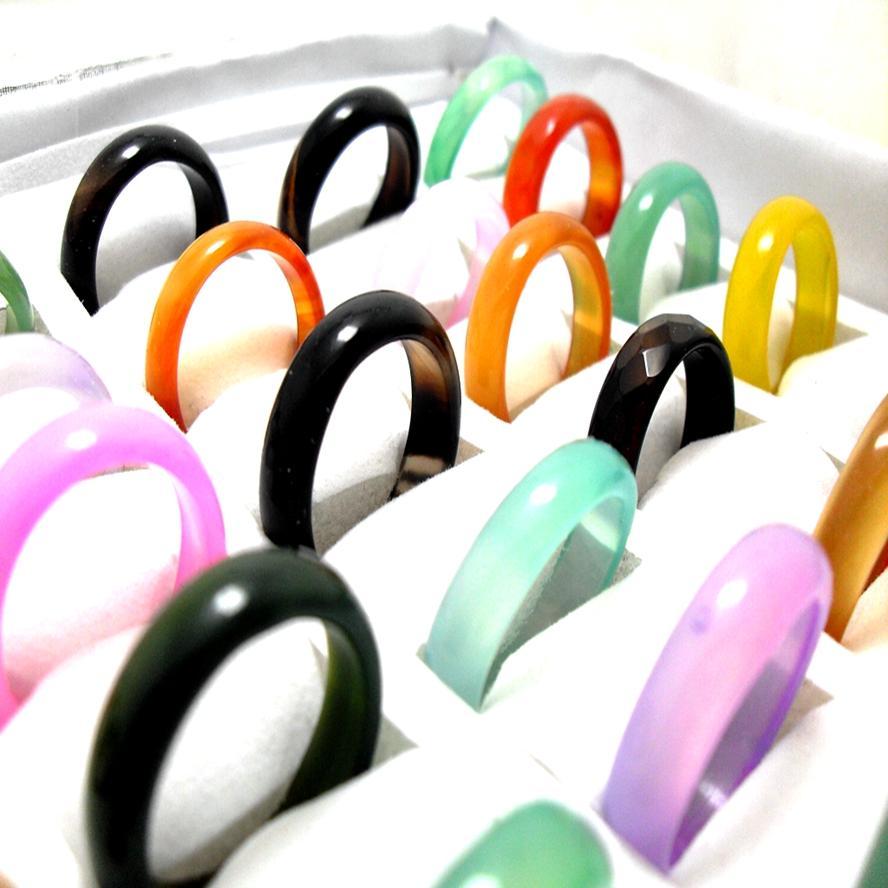 lotes por atacado 50pcs coloridas homens Anéis superfície lisa bonito colorido anel do punk anel de dedo das mulheres de pedra ágata