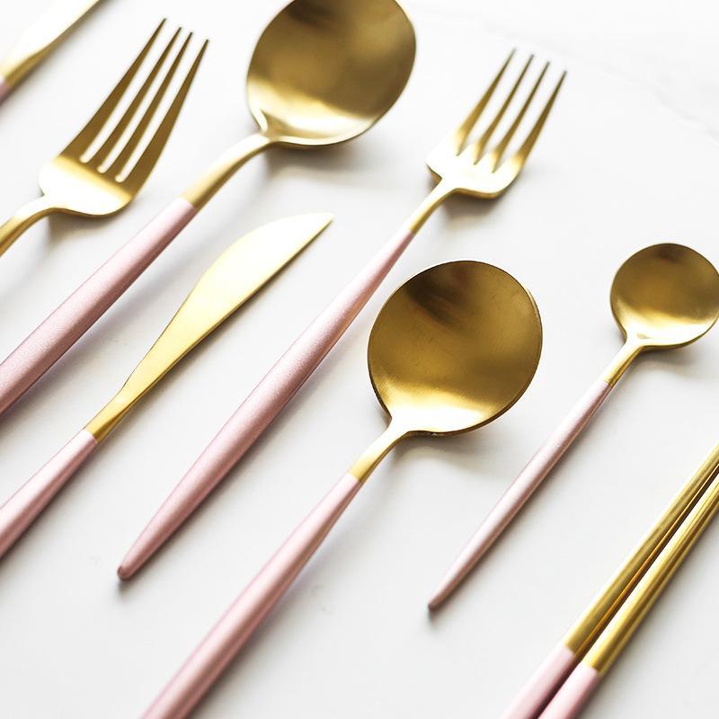 عشاء مجموعة أدوات المائدة الذهب فضيات الغربية عشاء تعيين 410 ملعقة شوكة سكين مجموعة أدوات المائدة عيدان الذهب أدوات المائدة الفولاذ المقاوم للصدأ