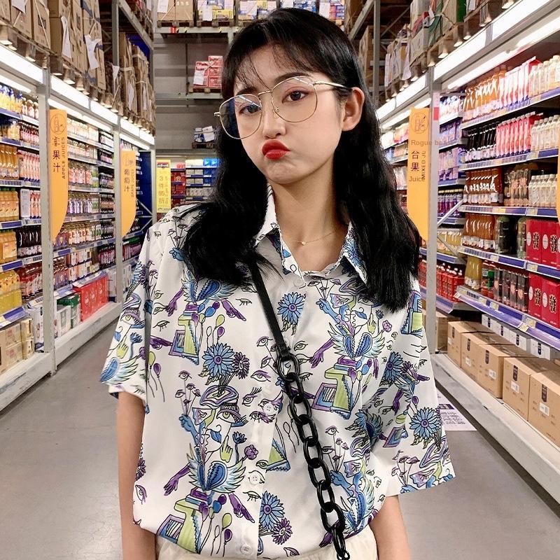 impresión nueva amplia graffitis bLcky 2020 Estilo del verano flojo del todo-fósforo camisa de solapa camisa de manga corta para las mujeres