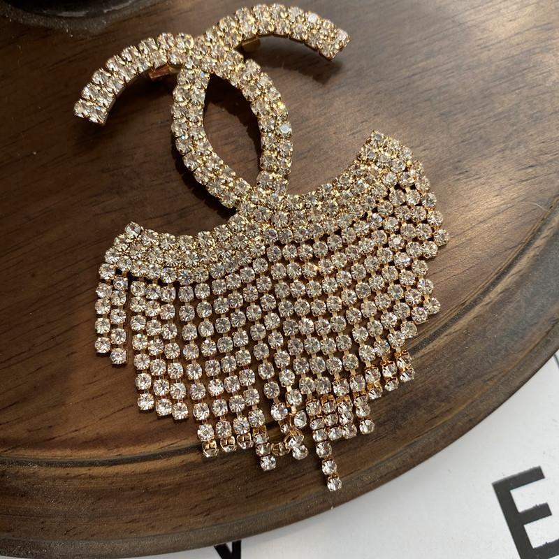 Elegante de moda broche de Internet Celebrity Perla de gama alta de la mujer personalizedelegant accesorios escote protección contra la intemperie accesorios Pin Pin y
