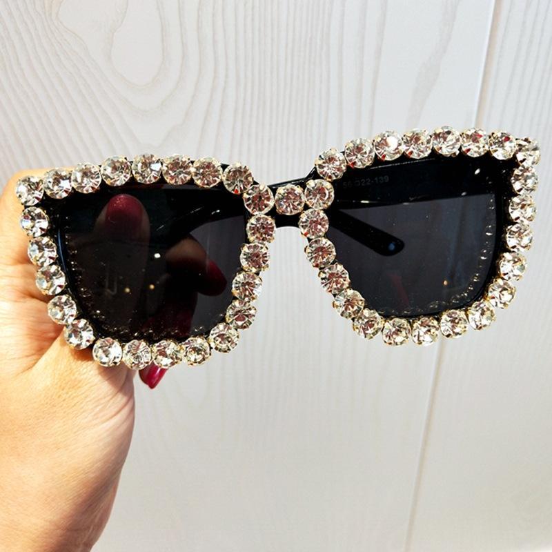 Урожай Rhinestone солнцезащитные очки Женщины Большие площади очки Женщины Кристалл Шарм Крупногабаритные Марка Дизайнер UV400 Goggle Путешествия