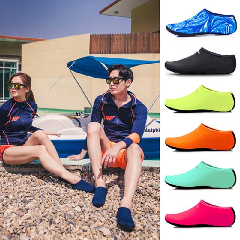 2020 unisex de la playa al aire libre sandalias suave Hombres Mujeres del Aqua Skin Shoes Beach calcetines de agua Yoga Ejercicio de deslizamiento piscina Nado Surf En Zapatos