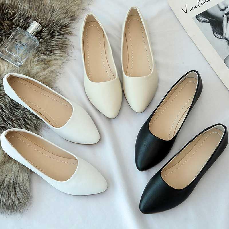 Primavera Mulheres Flats deslizamento em sapatas lisas Ballet Shoes Flats Branca casamento Sapato de bico fino avó confortável 8213L barco sapato