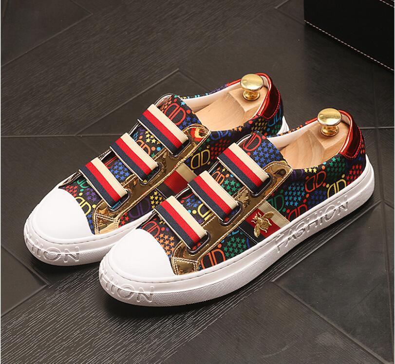2021 Novas Bees estilo do bordado homens preguiçosos moda Homens Loafers casamento e festa de sapato masculino Homens Flats homens de negócios de luxo Shoes