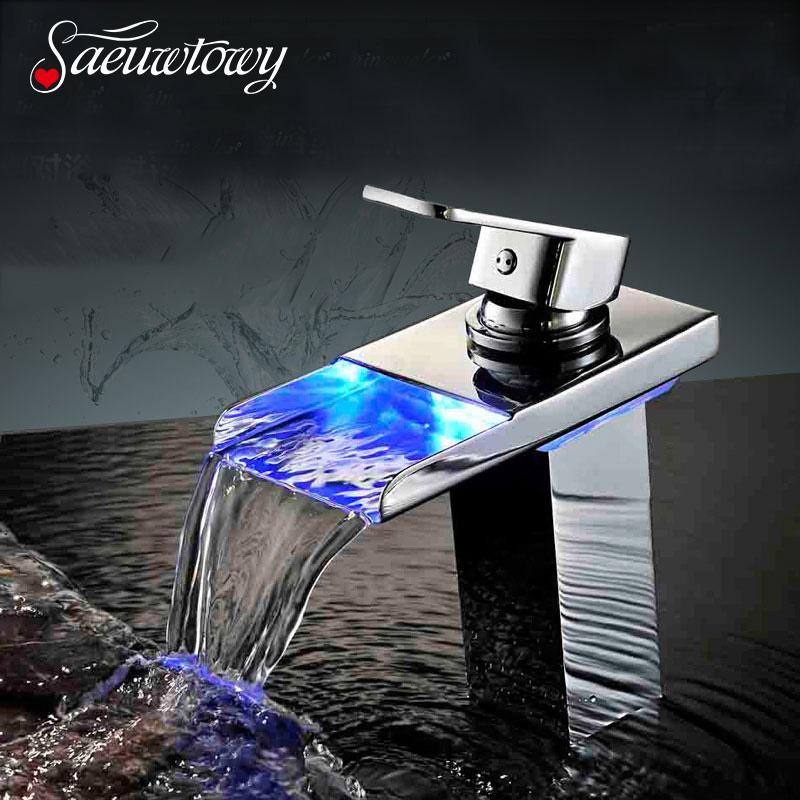 Saeuwtowy Chrome LED lavandino rubinetto del bagno caldo e freddo del bacino Miscelatore piattaforma montata Un foro una maniglia