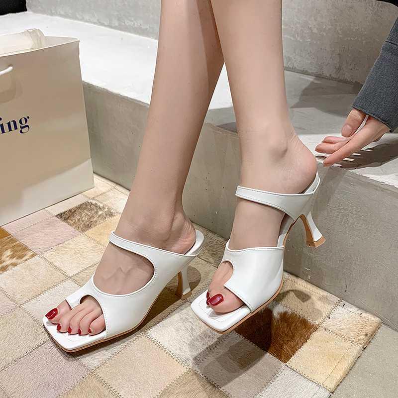 2020 Nova falhanços Slides Calçados Femininos Toe Outdoor Mulheres Chinelos Fashion Square Sandálias do verão Heels Shoes gatinho das senhoras