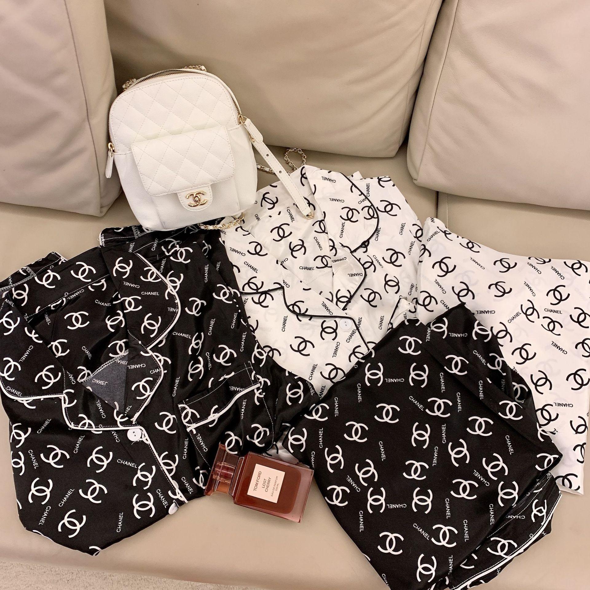 S8U4e Yaz kadın kısa kollu pantolon mektup baskılı ipek yaka kıyafetler pijamalar Külotlu çorap ev giysileri yumuşak buz ipek moda Ana elbise