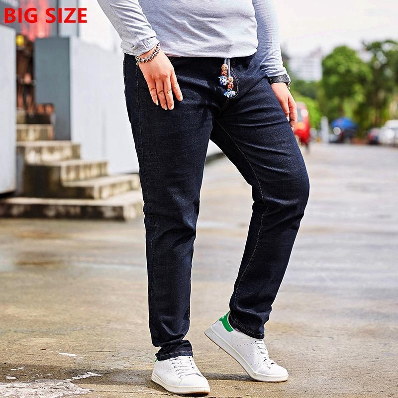 Extra grande porte jeans preto de cintura elástica masculinos jeans stretch 48 jardas calças de gordura grandes homens tamanho