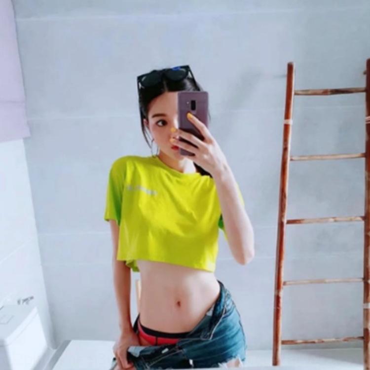 reflexivo carta Brasão T-shirt top Verão Mulheres do impresso IINS T-shirt das mulheres curtas umbigo solta esportes top curto manga