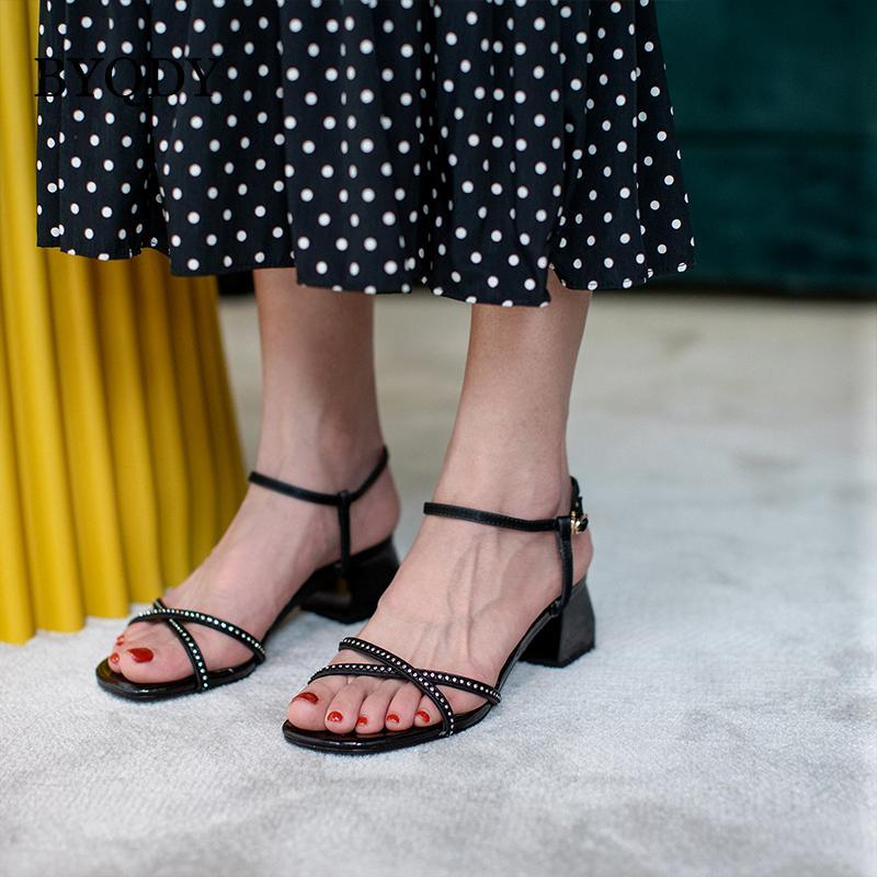 Quadratische Zehe-Frauen-Sandelholz-Knöchel-Bügel-Kristall Chunky Absatz-Sommer-Schuh-Frauen Sexy Lace Up Sandals Bändchen