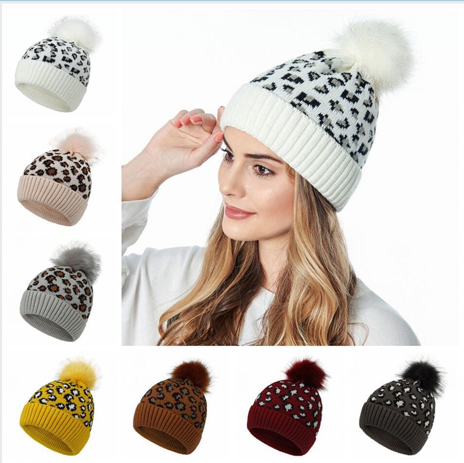 Leopard Cappellino con pompon in pelliccia sfera Berretti donne inverno caldo di lana a maglia cappello esterno, tenere al caldo Beanie Caps Partito Cappelli LJJP410
