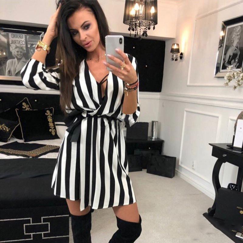 2020 Preto Moda decote V vestido listrado de Sexy Mulheres com White Stripes Praia Casual solta Vestidos Vestidos Plus Size # S
