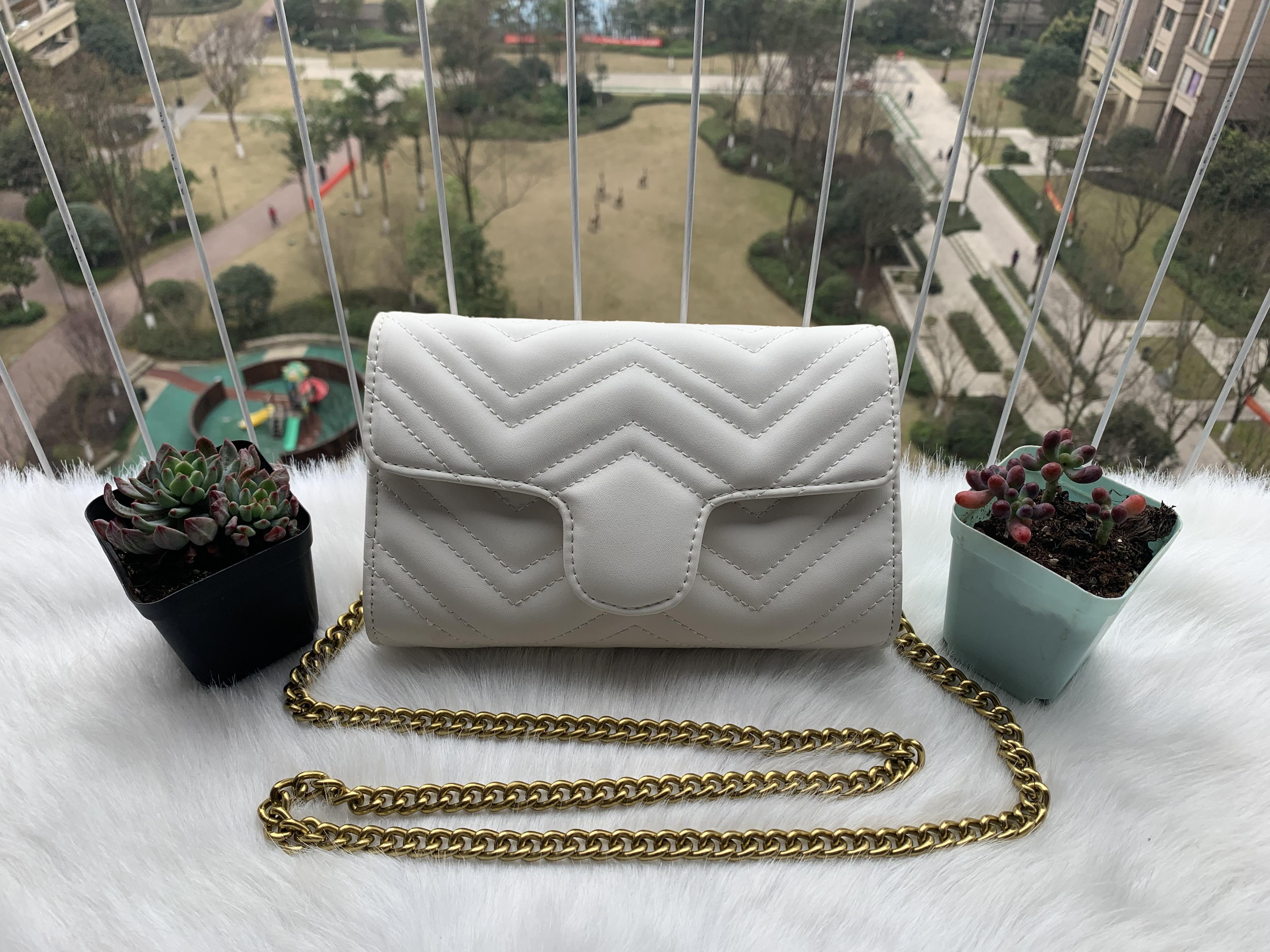 Venta caliente Bolsas bolsos de la moda de las mujeres del diseñador del Carteras para mujeres de la cadena del bolso de cuero Crossbody y bolsos de hombro 19CM