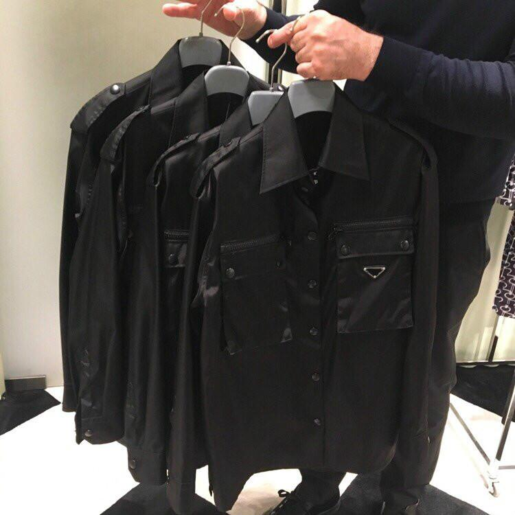 20ss mujeres unisex chaqueta de invierno chaquetas de lujo de gran tamaño de la moda clásica tela de nylon personalizada multibolsillo diseño del triángulo blusas logo