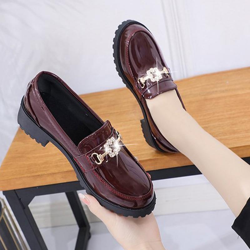 La moda de otoño de los zapatos ocasionales de las señoras de cristal Calzado de mujeres de los holgazanes Nueva Dropshipping patente nueva de las mujeres de cuero de tacón bajo las bombas