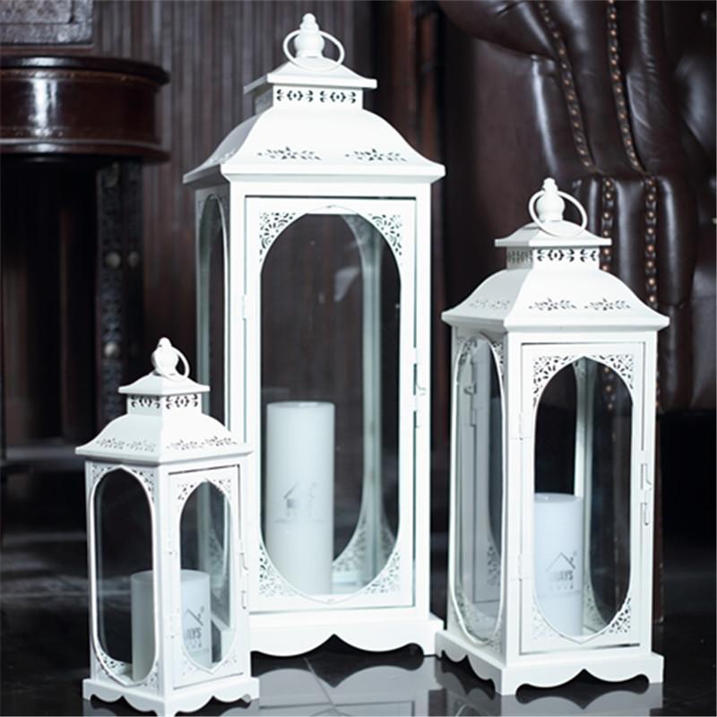 A prueba de viento al aire libre del sostenedor de vela de lujo Colgante romántico del hierro del metal blanco de cristal del sostenedor de vela nórdica simple Decoración MM60ZT