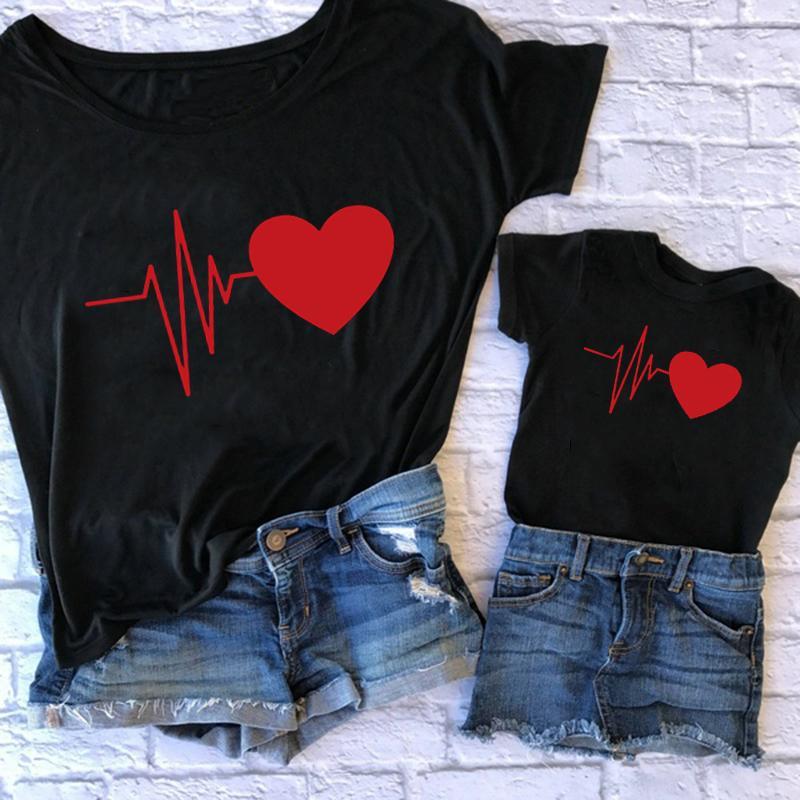 Симпатичные мать и дочь Мать одежды Дочь Matching Red Love Printing T Shirt Family Matching нарядах мама и мне одежду
