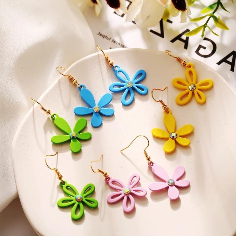 2020 Новый Прибыл асимметричные цветочные серьги творческих маленьких свежих ромашек