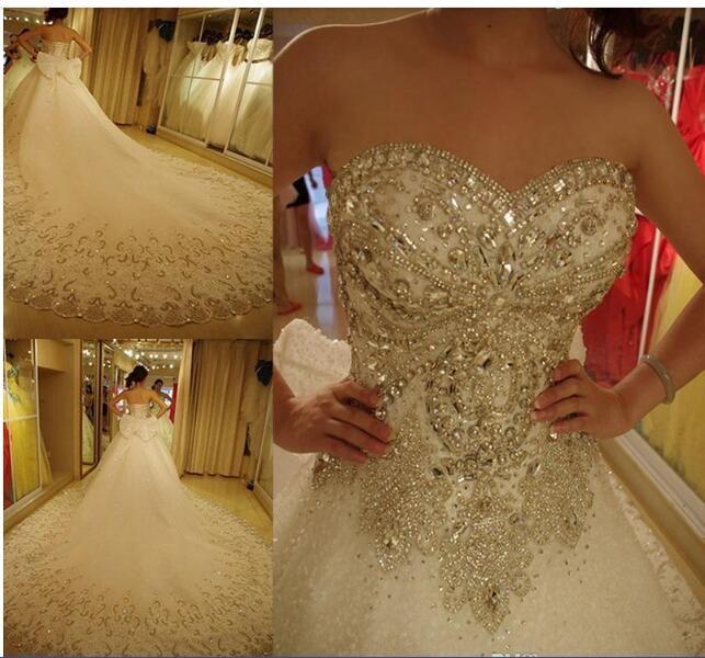 cristalli di lusso bling abiti da sposa abito da ballo con pizzo fiocco in formato più innamorato modesto strass cattedrale treno su abiti da sposa corsetto