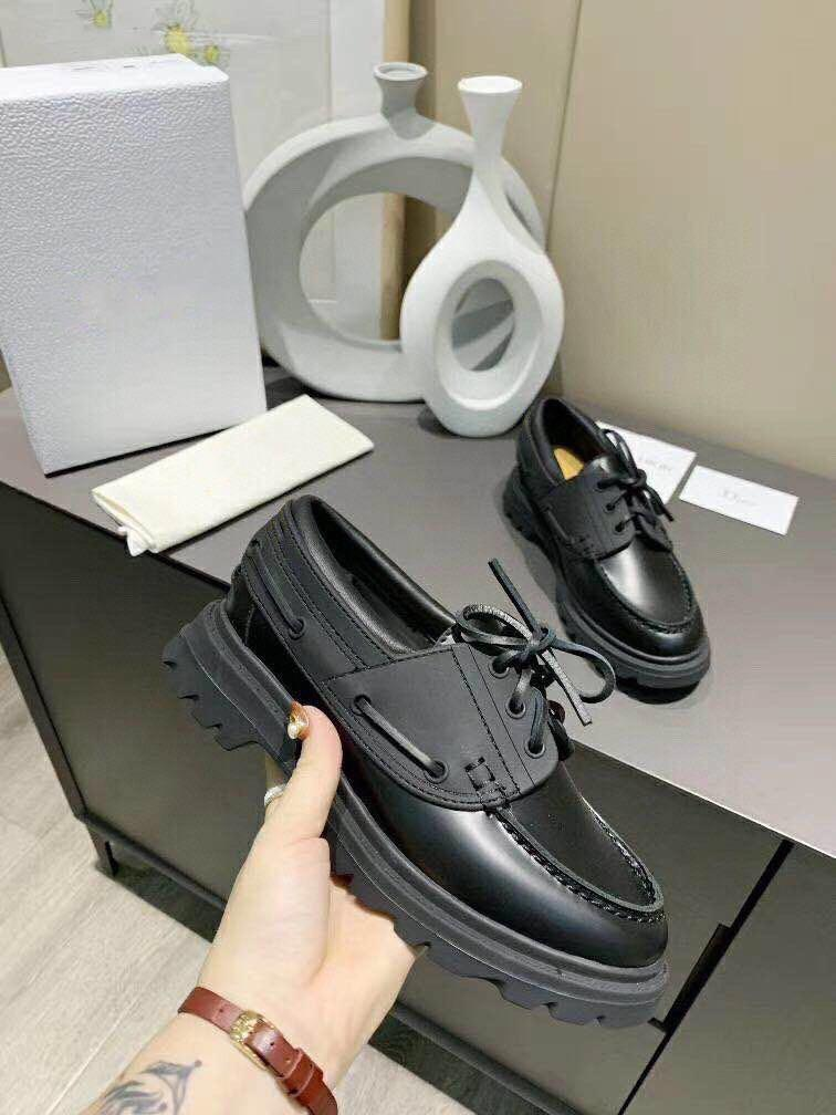 Wholesale Platform Casual Shoes 100% Leather Luxury With Thick Soles Shoe British Wind Designer Leather Letter Lazy Women Shoes White Black
