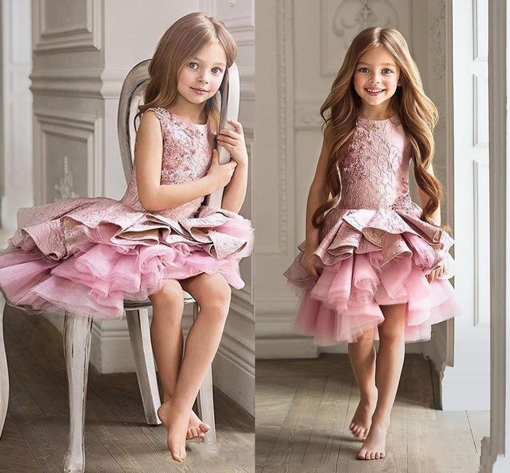 2018 Jewel Meninas Pageant Vestidos rosa Neck mangas Lace curto Tiered Ruffles aniversário Pageant Vestidos Flor baratos meninas Dresses personalizado