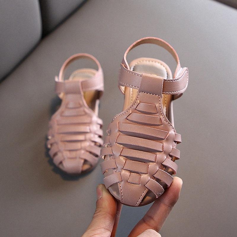 Vendita calda 2020 ragazze di estate Versatile bambino romano tessuto retro scava principessa Shoes piccoli bambini svegli Leather Sandals iVHk #