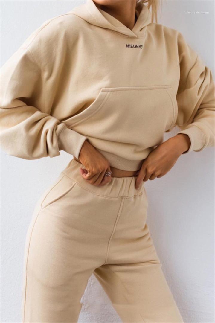 Tute di colore di modo due Naturale pezzi insieme casuale del modello della lettera con cappuccio a maniche lunghe pantaloni lunghi delle donne