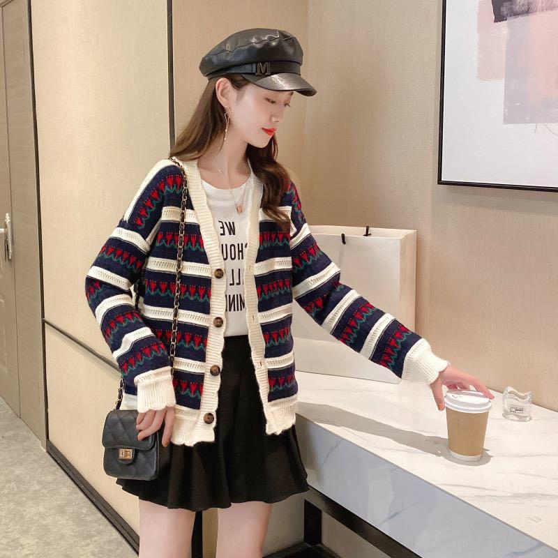 KRVpn otoño e invierno ins Todo-fósforo de la manga larga de punto inconformista 2020 nueva capa de las mujeres chaqueta de punto de Wome flor de pecho solo suéter