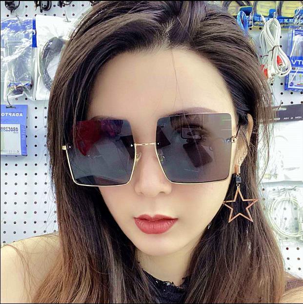 2020ins 패션 그물은 큰 프레임의 개성이 유행 남성과 여성 큰 얼굴 상자 광장 안티 UV 400 드라이브 선글라스 선글라스 빨간색