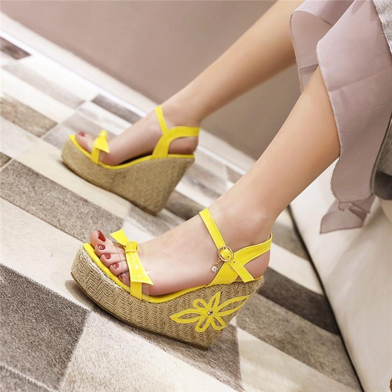 2020 Sommer-Keil-Sandelholz-Frauen-Sommer-Schuhe Mode-Absatz-Sandelholz-Gelb Weiß Bügel-Partei-Hochzeit Schuhe
