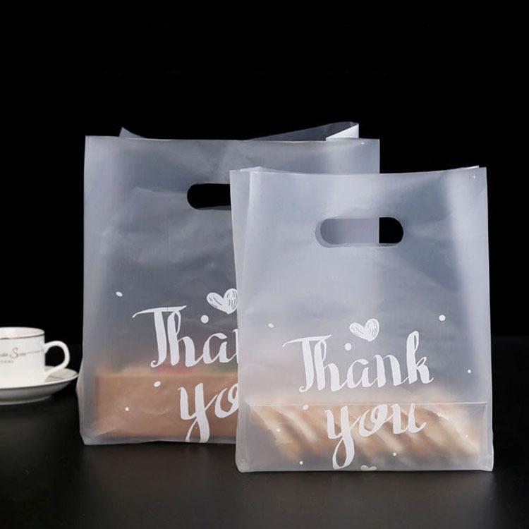 50pcs Gracias bolsas de regalo de plástico de plástico bolsos de compras con la manija del partido del favor de la boda de la Navidad del caramelo del bolso de la torta de embalaje