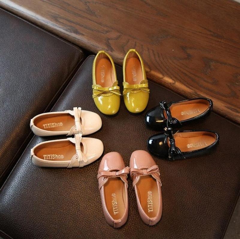 I nuovi pattini di autunno di estate delle ragazze dei bambini dei sandali Bow principessa Pelle Calzature ragazze casuale Danza Dolce principessa 72mI #