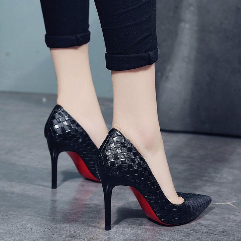 Venta caliente- Europa Zapatos de mujer sexy Tacones altos Rojos Bombas de primavera / otoño Nuevos tacones finos puntados Slip-on zapatos de fiesta de mujer