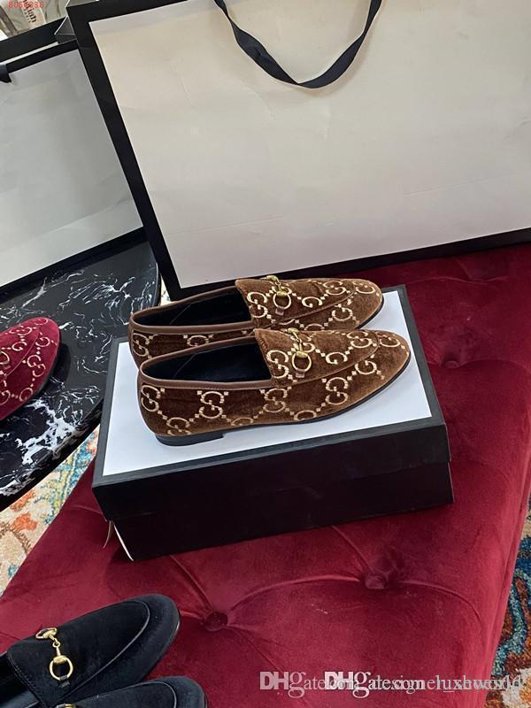 Ünlü marka tasarımcı bayanlar düz ayakkabı, donanım dekoratif tasarım Siyah pembe ve kırmızı deri süet deri yüksek kaliteye sahip