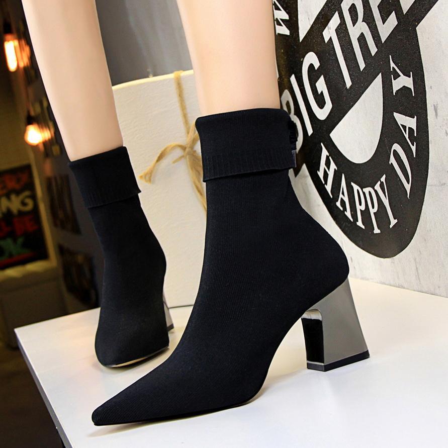 2020 Primavera Moda Mujeres Botas Beige punta estrecha hilo elástico del tobillo gruesas botas zapatos de los tacones Otoño Invierno Calcetines de mujer Botas