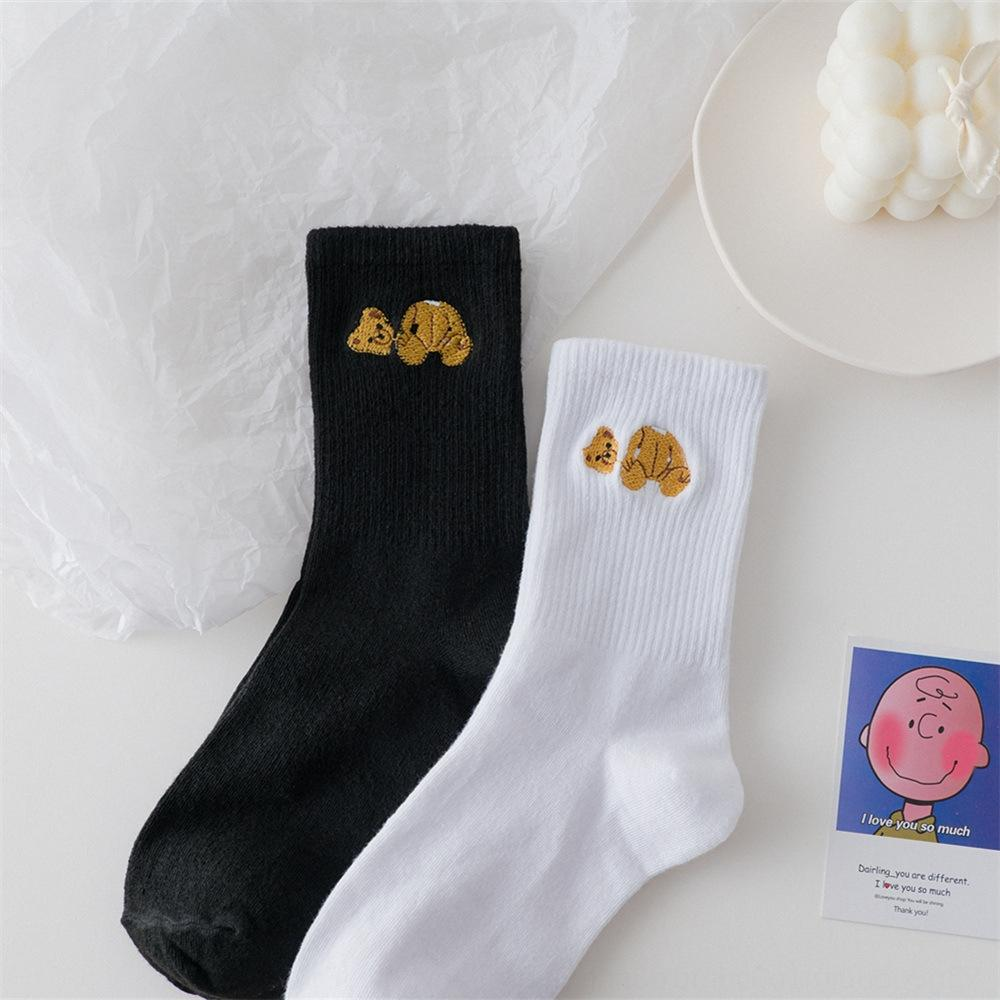 Automne nouvelles chaussettes en noir et blanc pur mignon et chaussettes femme cartoonstyle tout-match tête cassée brodé mi-longueur de l'ours hommes à la mode