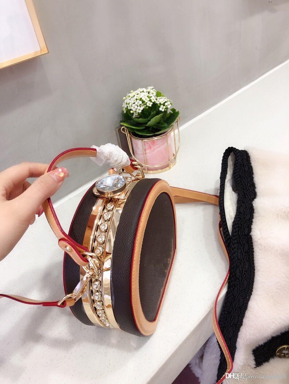 2020 nuova moda europea e versatile Mini bag torta rotonda super pratico, il sacchetto appeso inclinazione e la borsa di castagno.