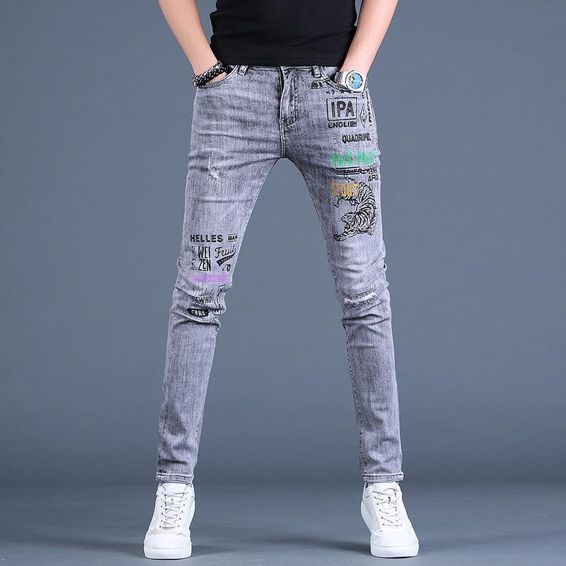 İlkbahar ve kot Erkekler baskılı kot erkek moda markası Kore tarzı gri moda dar kesim elastik rahat ayak bileği pantolon yırtık LI2Ty