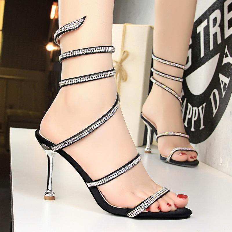 2020 das mulheres dos saltos altos confortável sapatos de casamento Sexy bomba de alta qualidade de mulher sexy do salto partido belas sandálias