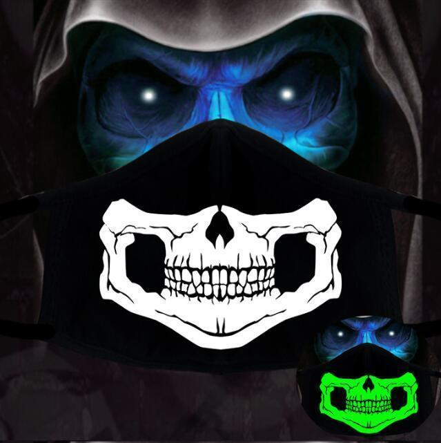 Pamuk Karikatür toz geçirmez Siyah 1PCS PM2.5 Anime Kadın Erkek Gece Glow In The Dark Kafatası Ağız Maskeleri Yarım Kül Yüz 10JSL2 Maske