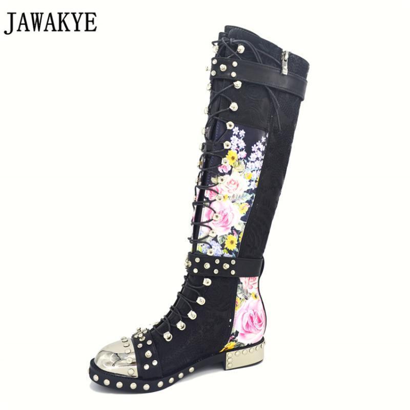 JAWAKYE Remaches tachonada de flores impresas botas largas de cuero bordado botas de motocicleta cruzados con hebilla de la correa bota feminina