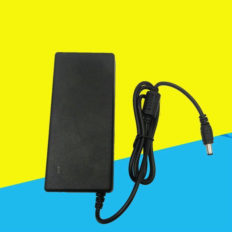 Cgjxs Yepyeni 12v5a Güç Adaptörü 60W Şarj 100v -240v 50 -60hz AC / DC Adaptör Şarj Ic Çözüm İçin Led Bar Lcd Ekran Masaüstü Güç