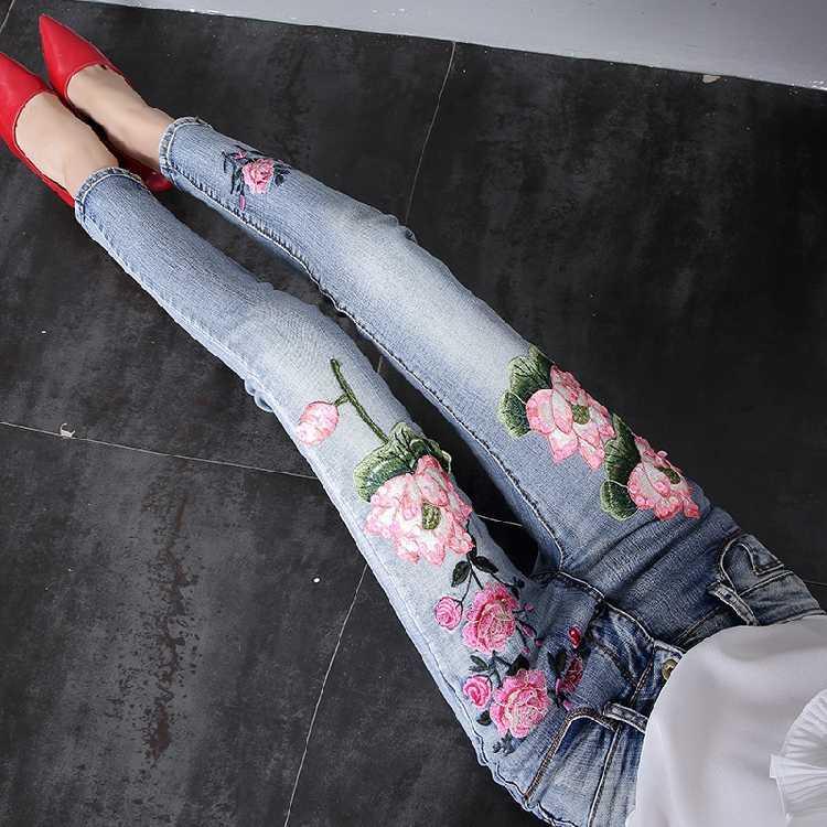 estación de verano europeo 2020 de los pantalones vaqueros holgados nueva mujer delgada bordado muestran la reducción de la edad de pierna ancha nueve puntos dril de algodón de la tendencia