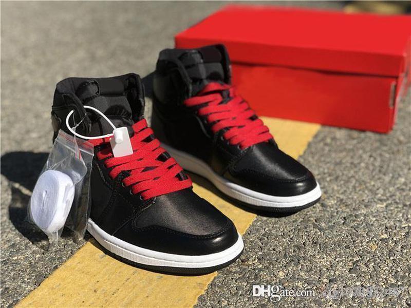 2020 Otantik 1 Kara Atlas Erkekler Basketbol Ayakkabı Kutusu ile Gym Kırmızı-Siyah-Beyaz Yansıtıcı Retro Spor Sneakers 555088-060