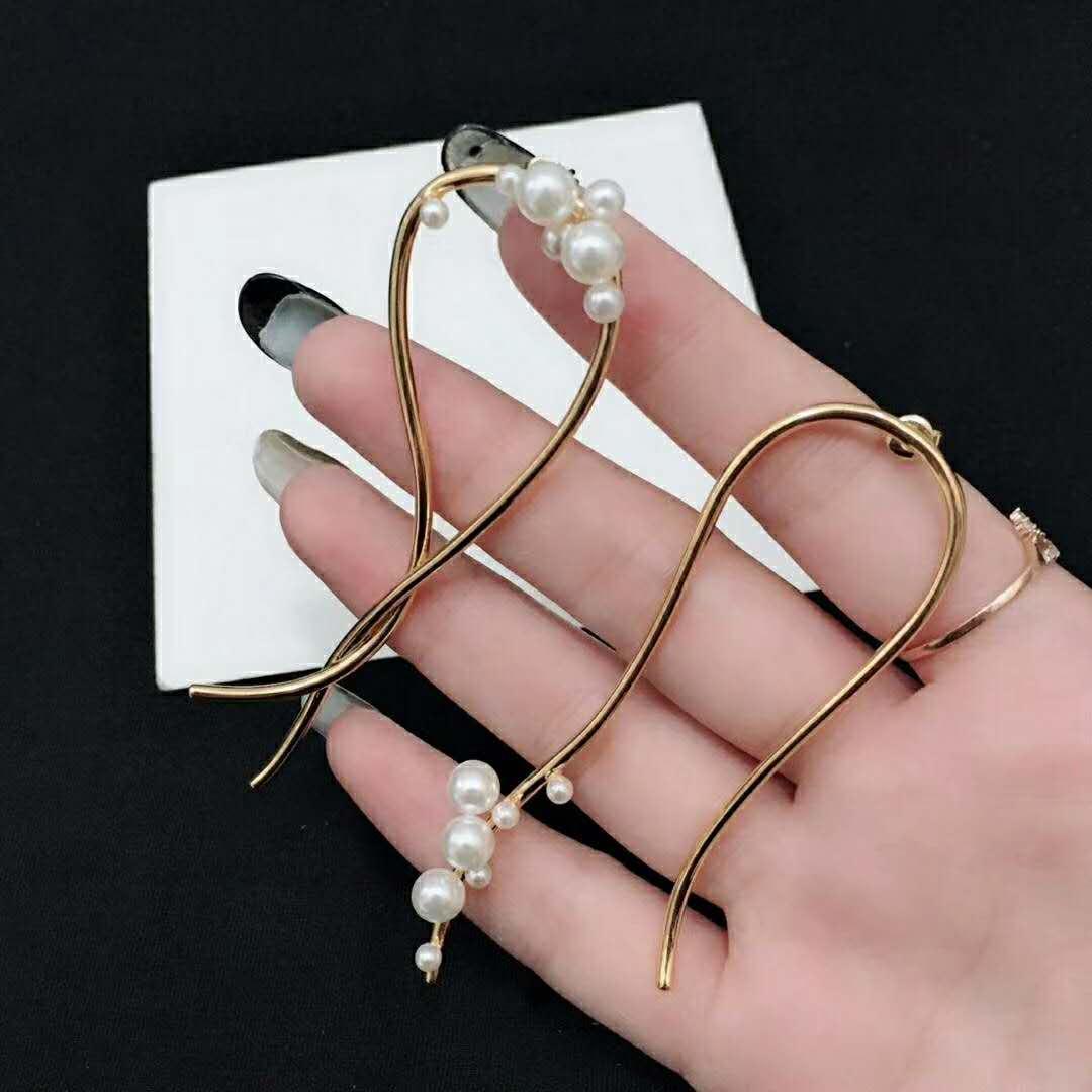 donne calde di vendita di gioielli di design nuova semplici orecchini di perle irregolari stilista di lusso orecchini