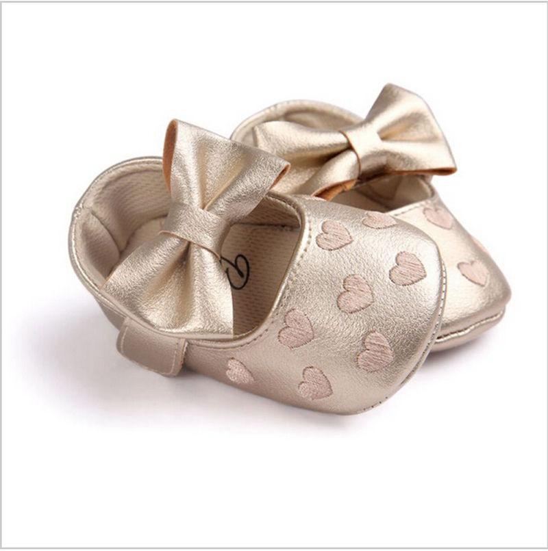 Новорожденный младенец Девочки Мальчики Милые Причинная обувь Детская кровать Обувь 3 Стиль Кожа Сердце печати Крючок мягкой подошвой Детская обувь 0-18M