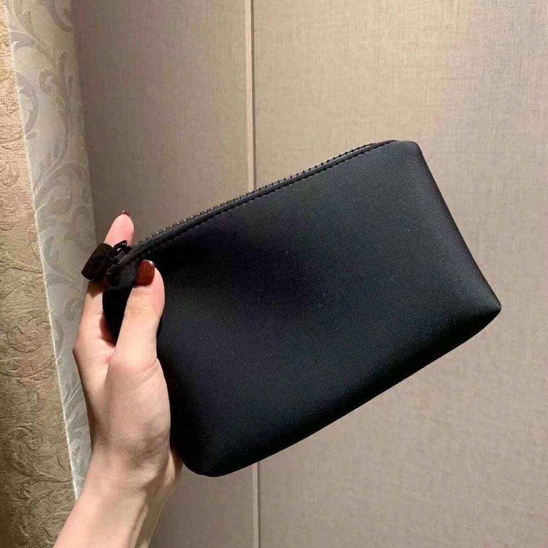 أحدث الشعور VIP هدية جيد اليد مع شعار حقيبة ماكياج أحمر الشفاه الفاصل حامل حقائب سفر أدوات الزينة الموضة التخزين مع صندوق