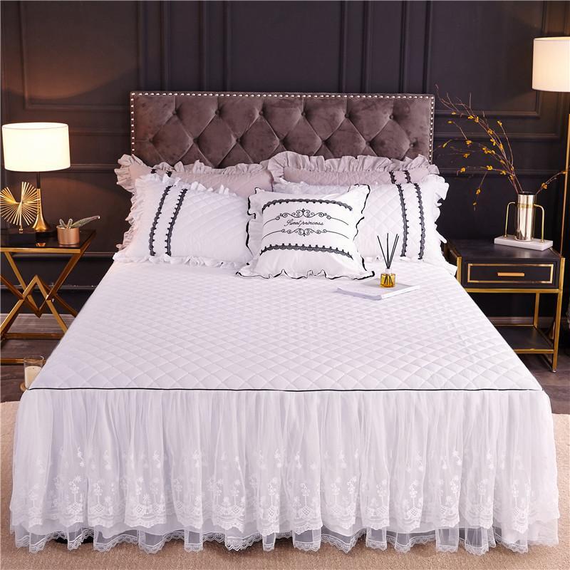 120x200 / 160X200cm Schöne weiße Spitze-Rüschen Stil Exquisite bedskirt Kissen- Baumwolle gesteppte Bettdecke Bettdecke Set 3 / 5Pcs