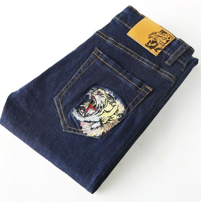 automne et d'hiver des hommes nouveaux jeans petits pieds minceur des jeans brodés hommes hommes